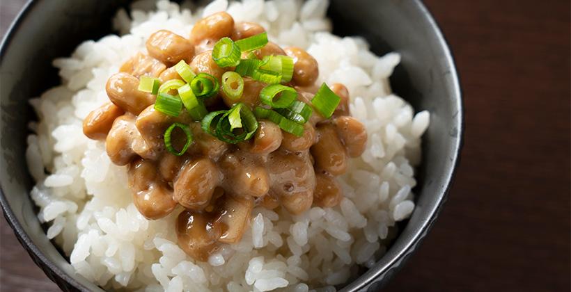 ごはんにかけた納豆