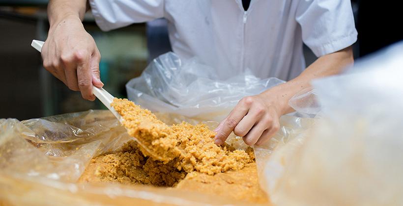 味噌作りの様子